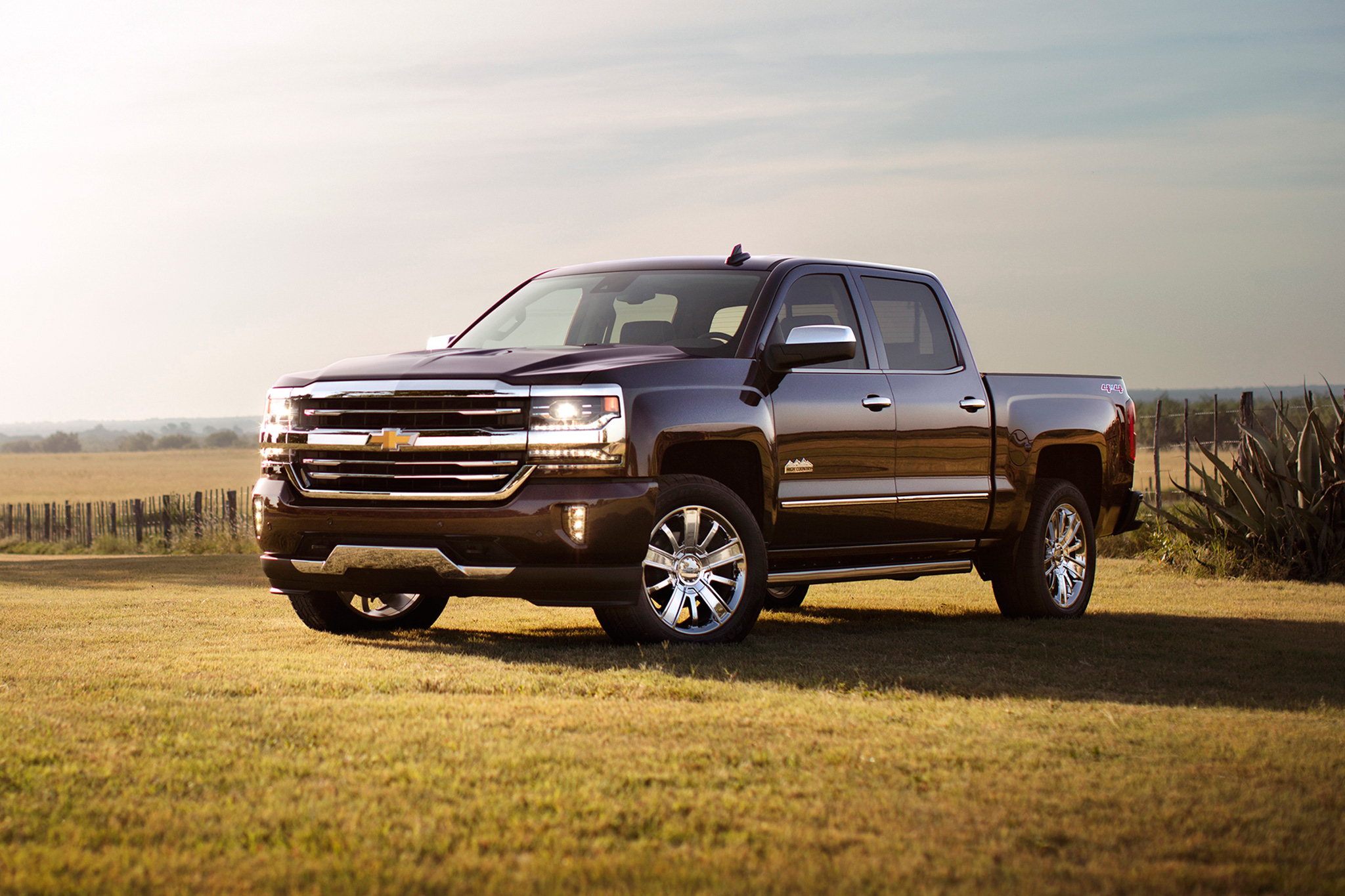 Silverado 2500 Towing Capacity >> Chevy Trucks That Can Tow More Than 7 000 Pounds