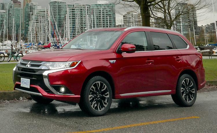 Features That Make the 2018 Mitsubishi Outlander PHEV Awesome